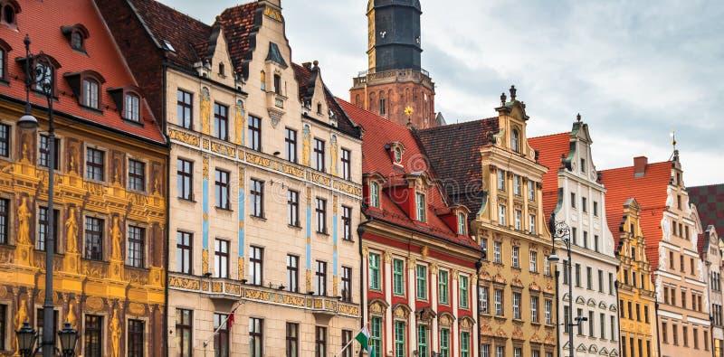 Vieux b?timents color?s sur un rynek de place du march? dans une vieille ville Wroclaw photographie stock libre de droits