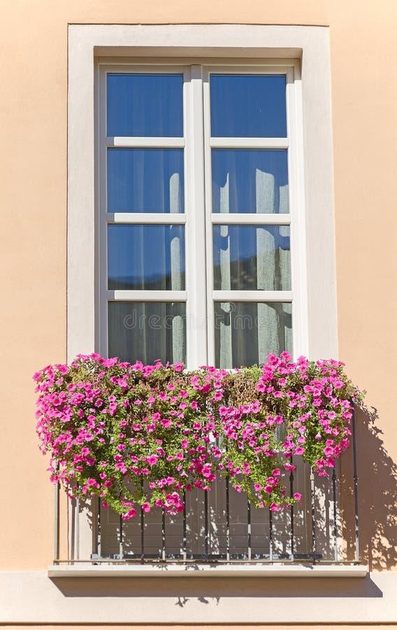 Vieux balcon italien photo stock