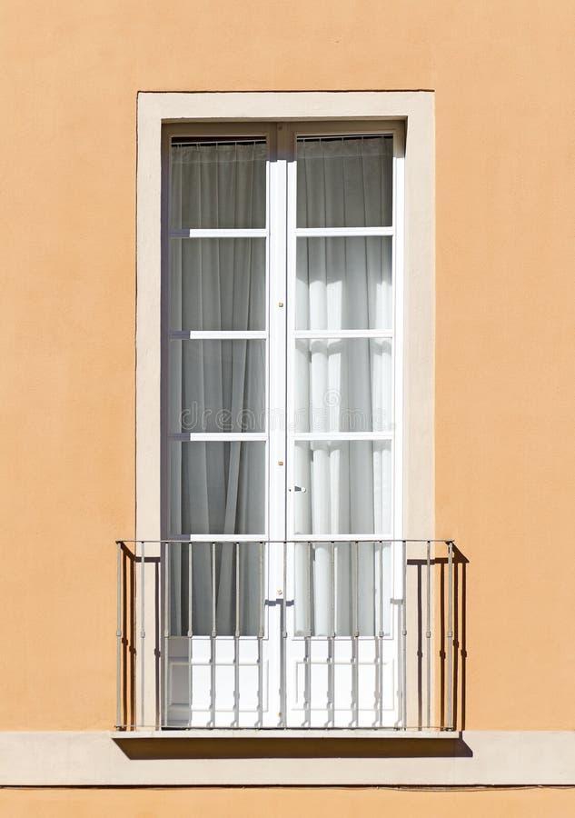 Vieux balcon italien. photographie stock