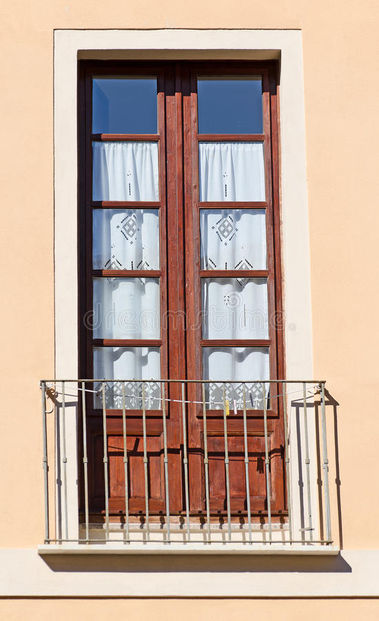 Vieux balcon italien. photos libres de droits