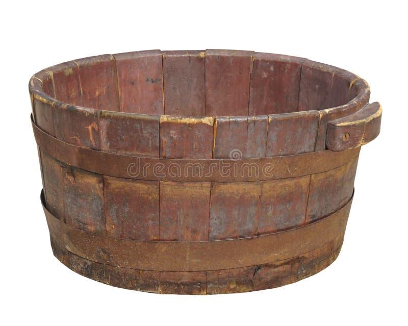 Vieux baquet en bois d'isolement. images stock