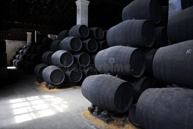 Vieux barils en bois bruns image libre de droits