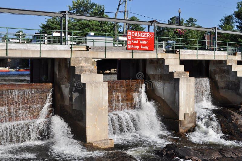 Vieux barrage en bois images libres de droits