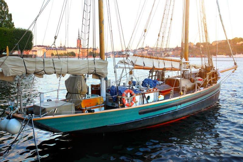 Vieux bateau à voile images stock
