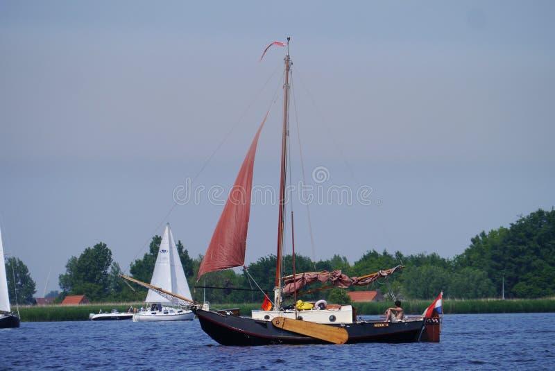Vieux bateau de fond plat de Monumetal images libres de droits