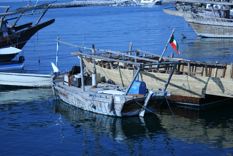 Download Vieux bateau de pêche image stock. Image du panorama, profondément - 742851