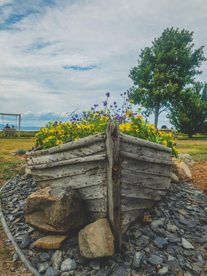 Vieux bateau de pêche en bois de gris photo libre de droits