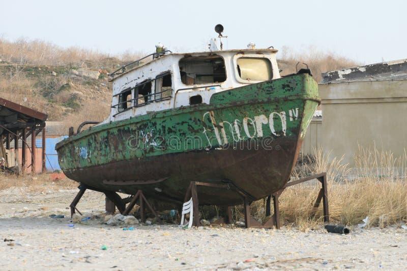 Vieux bateau rouillé photo libre de droits