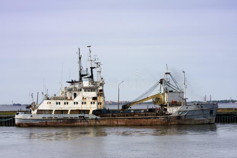 vieux bateau rouillé image stock