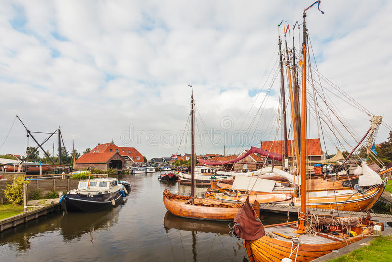 Vieux bateaux à voile en bois aux Pays-Bas photo libre de droits