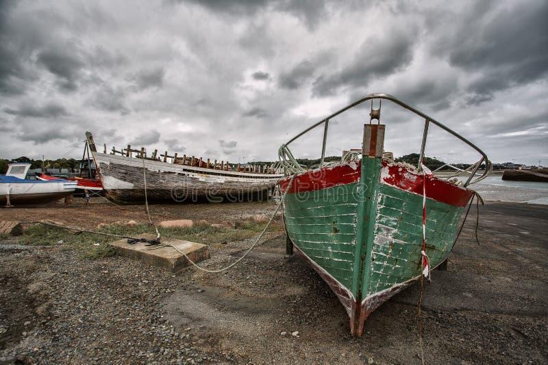 Vieux bateaux en Brittany France photo libre de droits