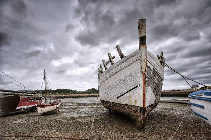 Vieux bateaux en Brittany France photographie stock libre de droits