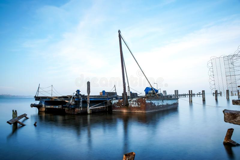 Vieux bateaux sur le lac image libre de droits