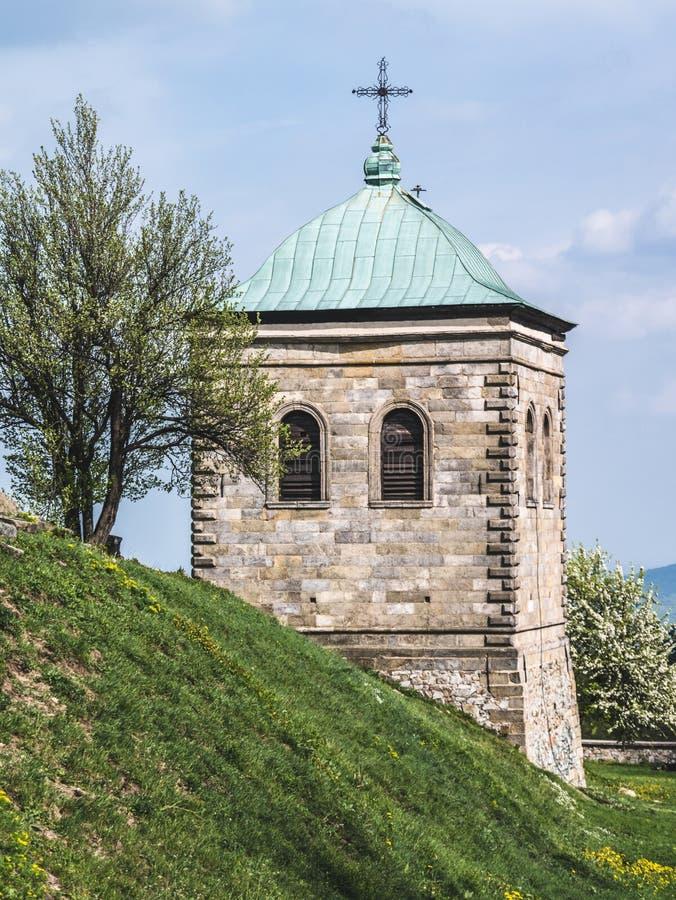 Vieux beffroi en pierre d'une église photo libre de droits