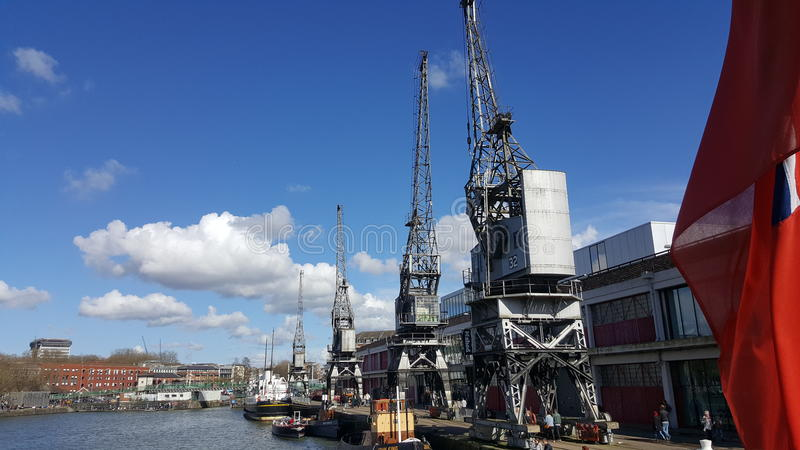 Vieux Bristol Docks et grues photos stock