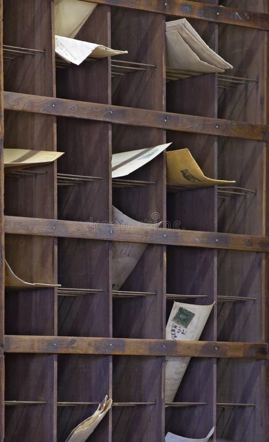 Vieux bureau de poste avec le courrier images libres de droits