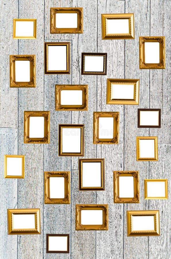 Vieux cadre de tableau d'or dans le style thaïlandais sur le mur image stock