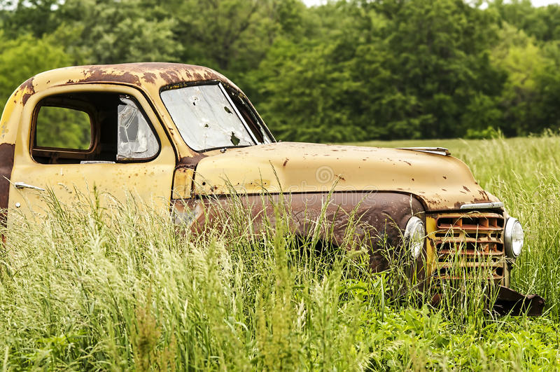 Vieux camion abandonné photos libres de droits