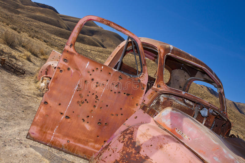 Vieux camion abandonné rouillé photographie stock libre de droits