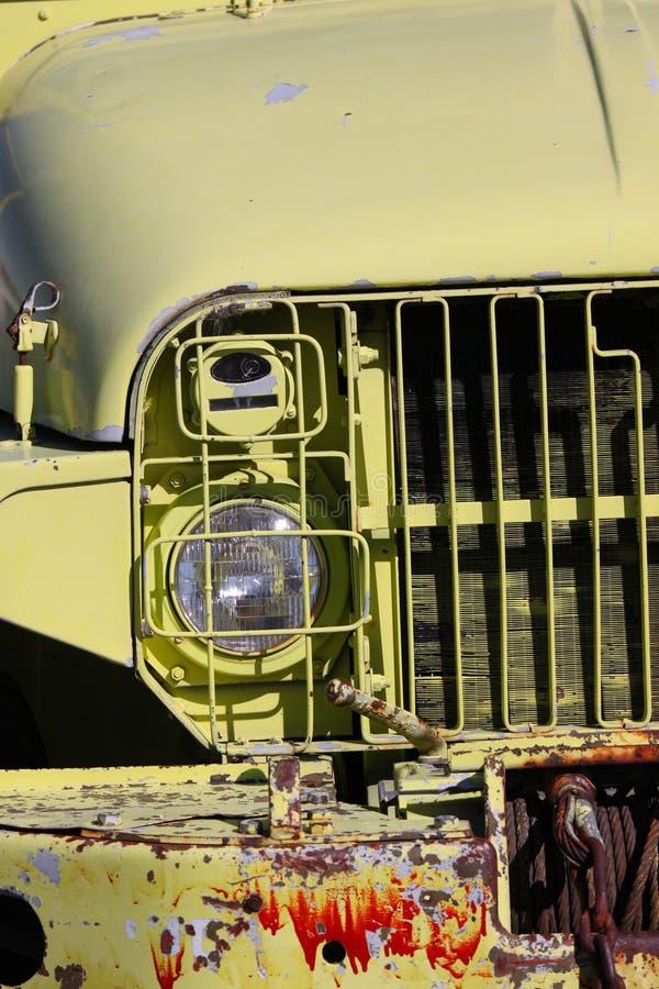 Vieux camion d'armée abandonné photographie stock libre de droits