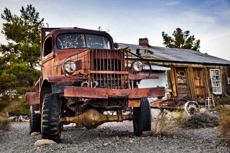 Vieux camion rouillé en ville de Nelson Ghost, Etats-Unis images libres de droits