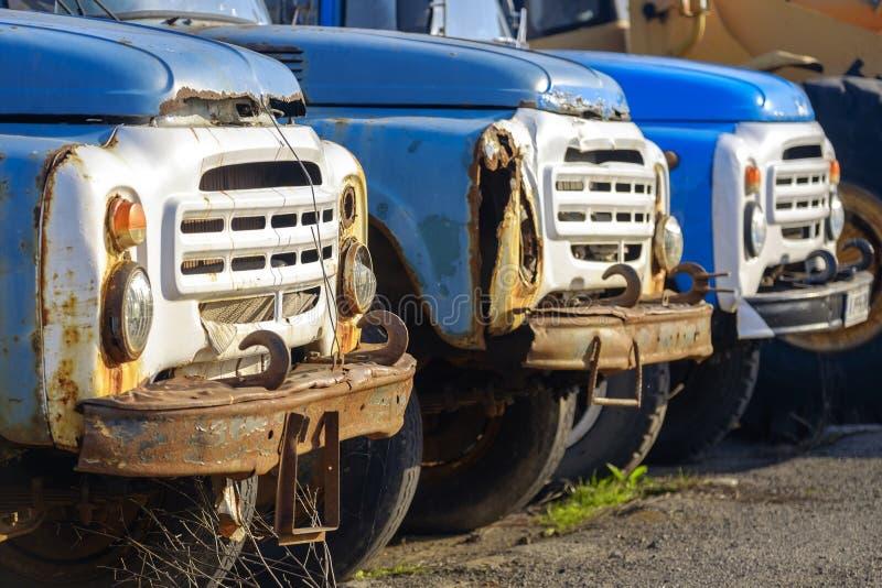 Vieux camions russes rouillés images libres de droits