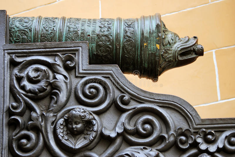 Download Vieux Canon à Moscou Kremlin Site D'héritage De L'UNESCO Image stock - Image du place, construction: 45372083