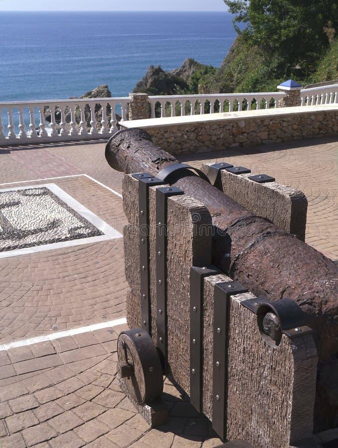 Vieux canon à Nerja, une station de vacances espagnole somnolente sur Costa Del Sol près de Malaga, Andalousie, Espagne, l'Europe photo libre de droits