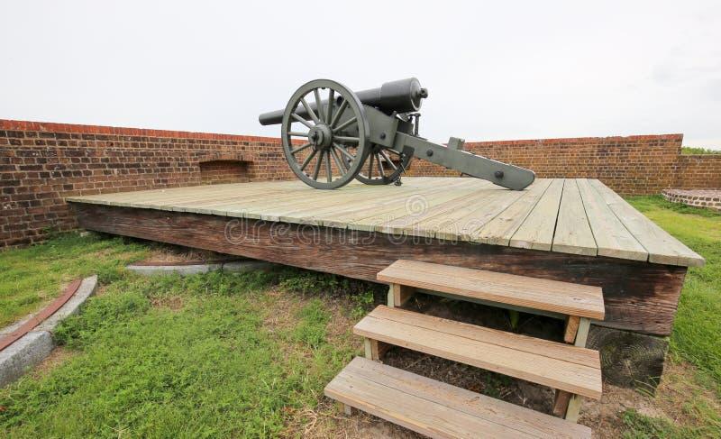 Vieux canon de guerre dans le fort Pulaski, la Géorgie photographie stock libre de droits