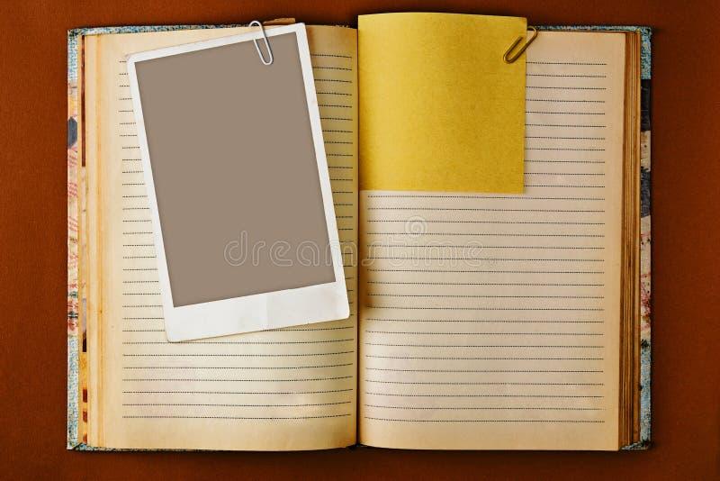 Vieux carnet avec la conception souillée de pages photographie stock libre de droits