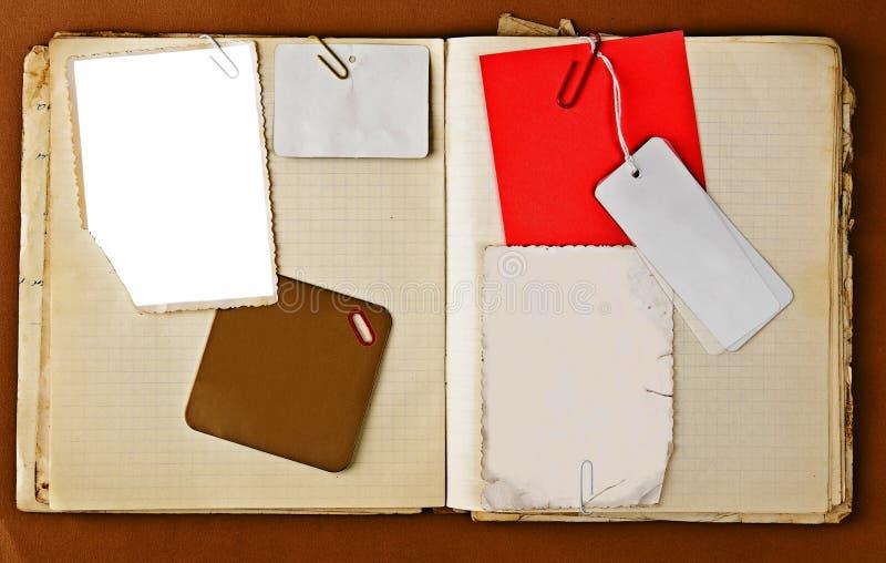 Vieux carnet avec la conception souillée de pages photos libres de droits