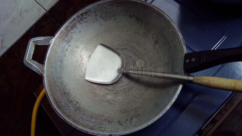 Vieux casserole et scoop image libre de droits