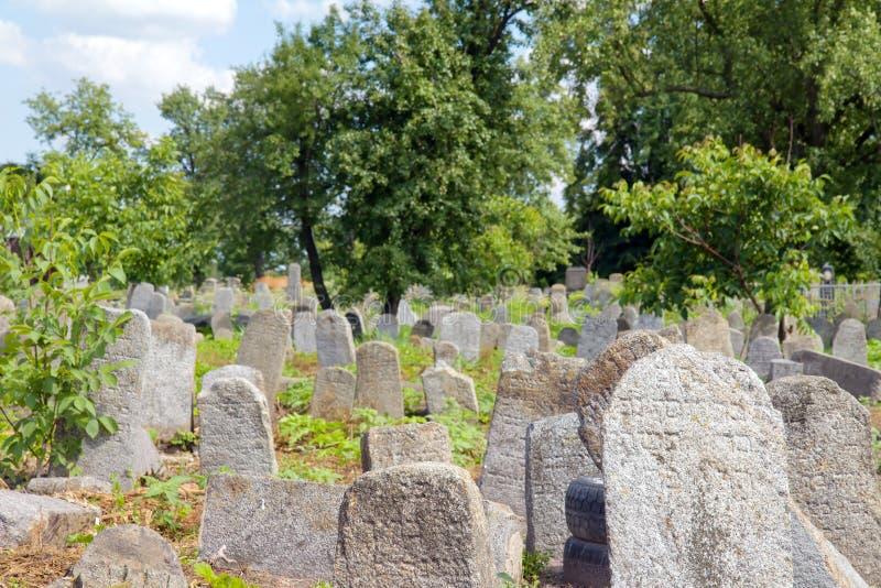 Vieux cementery juif dans Berdychiv, Ukraine photos stock