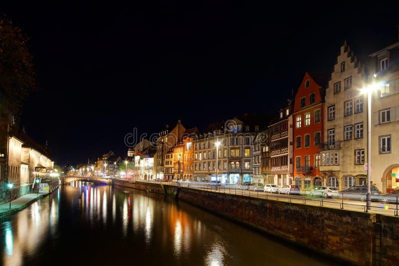 Vieux centre de vue de rue de nuit de Strasbourg images libres de droits