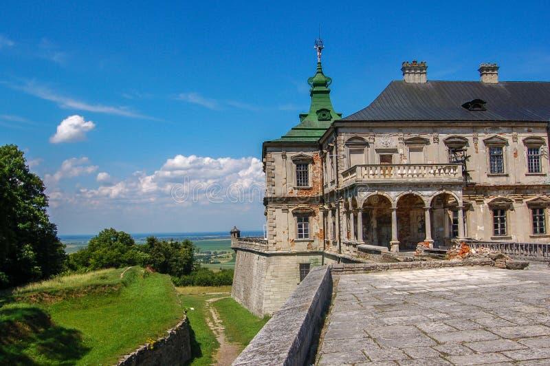 Vieux château abandonné dans la région de Lviv, Pidhirtsi, Ukraine, depuis 1635 année La vue de la cour photo libre de droits