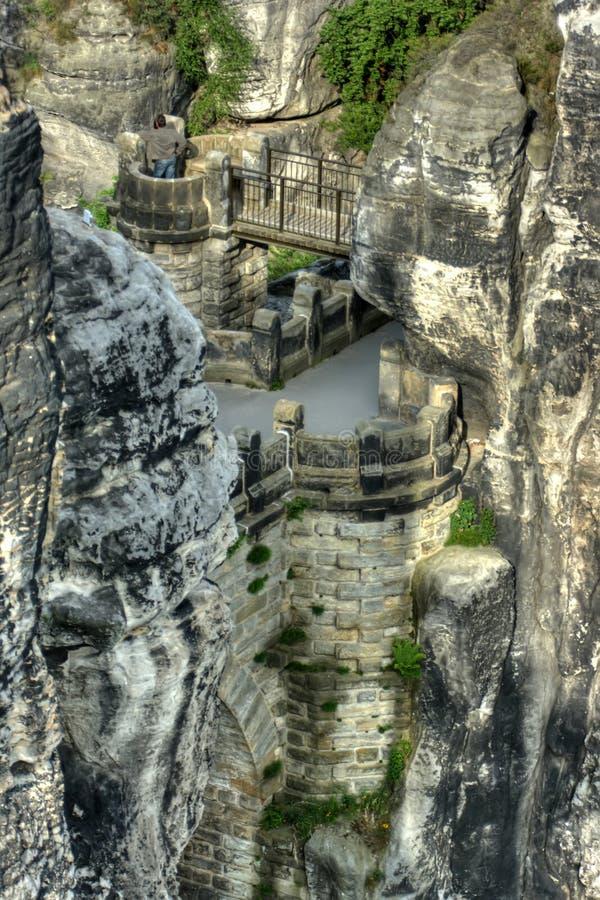 Vieux château et roches de grès image stock