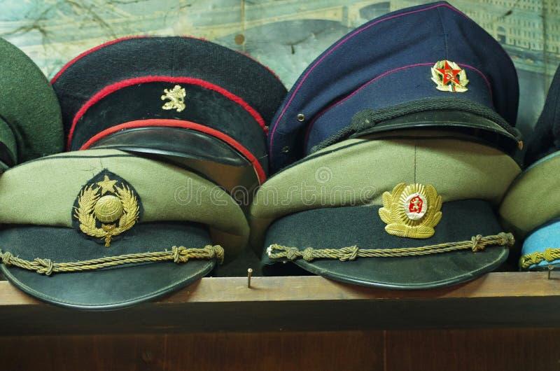 Vieux chapeaux militaires image libre de droits