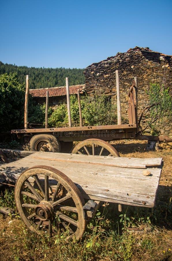 Vieux chariot abandonné photographie stock libre de droits