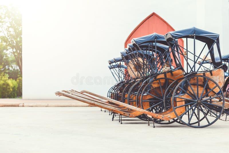 Vieux chariot de beau cru au voyage de point de repère en Thaïlande images stock