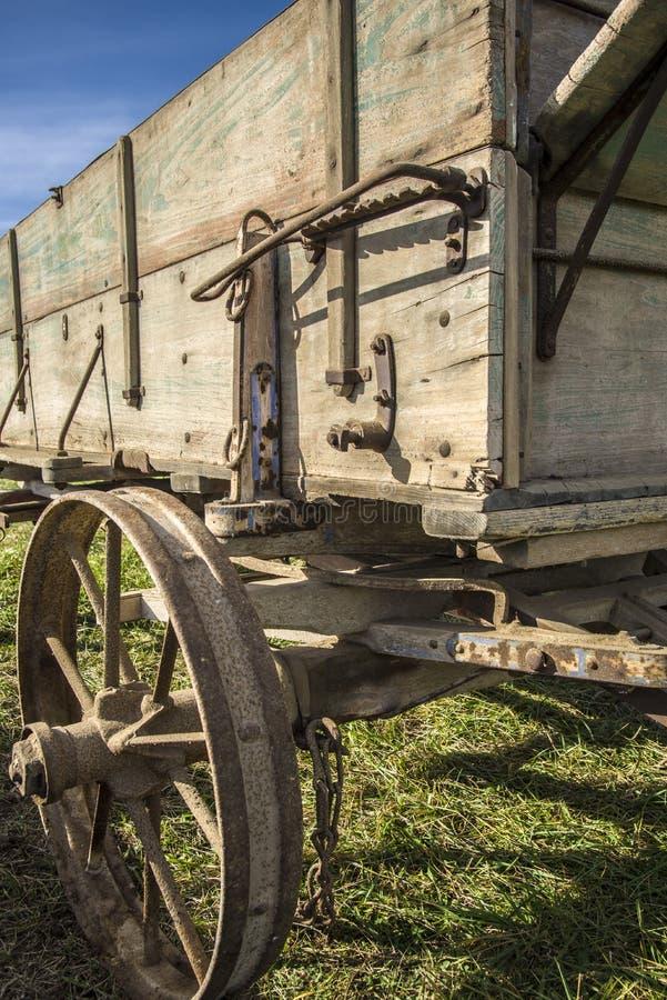 Vieux chariot de ferme image libre de droits
