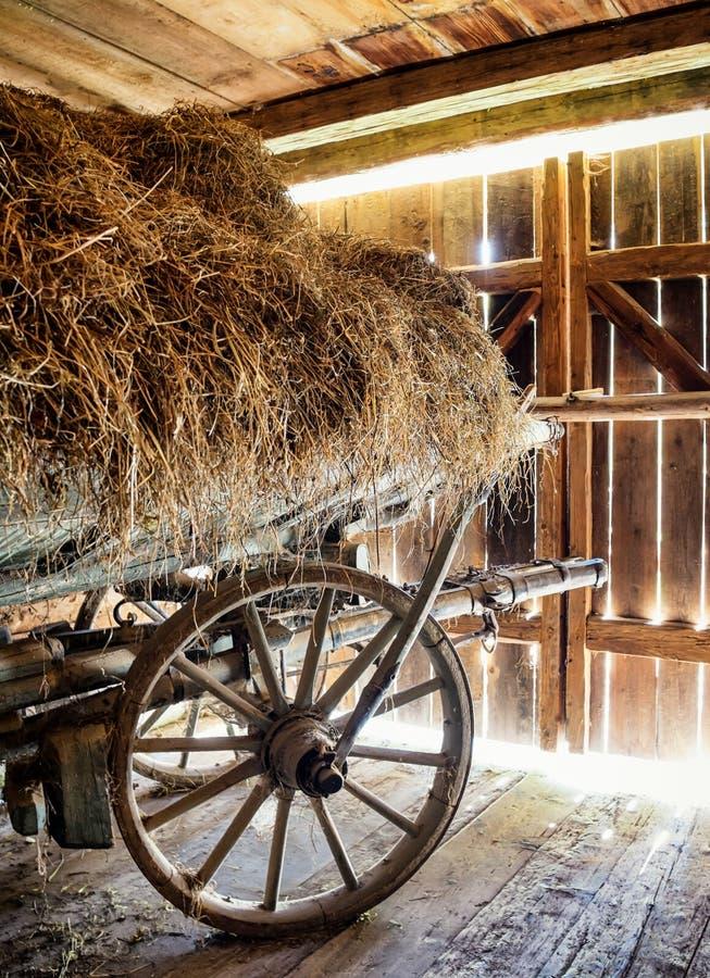 Vieux chariot de foin photos stock