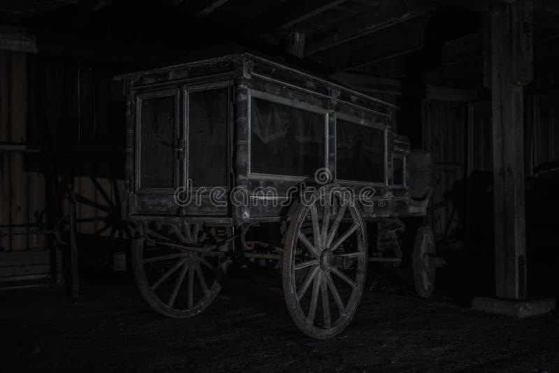 Vieux chariot même de cheval d'if images libres de droits