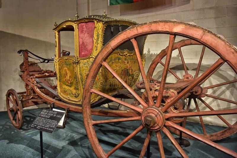 Vieux chariot royal photographie stock