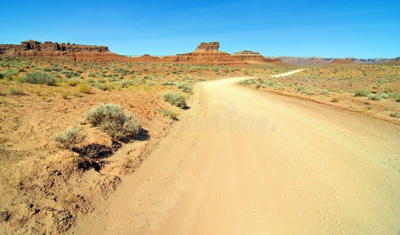 Vieux chemin de terre de désert en vallée Utah de monument images libres de droits