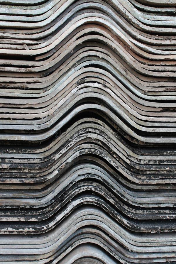 Vieux chevauchement de feuilles de toiture de gypse pour le fond photo images libres de droits
