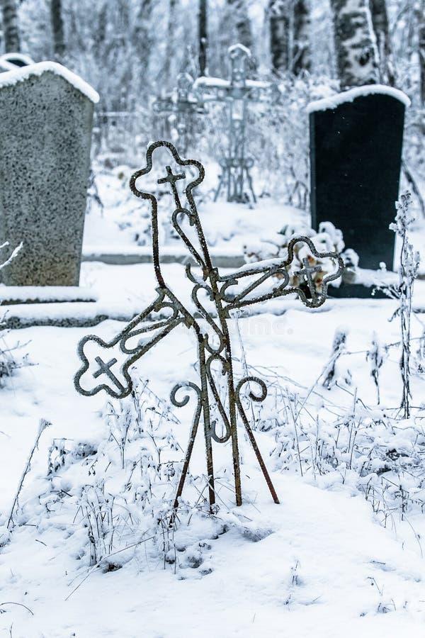Download Vieux Cimetière Au Village Abandonné Photo stock - Image du sombre, death: 87707998