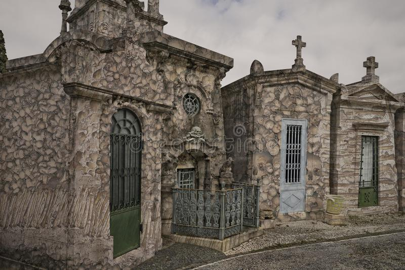 Vieux cimetière surréaliste images stock
