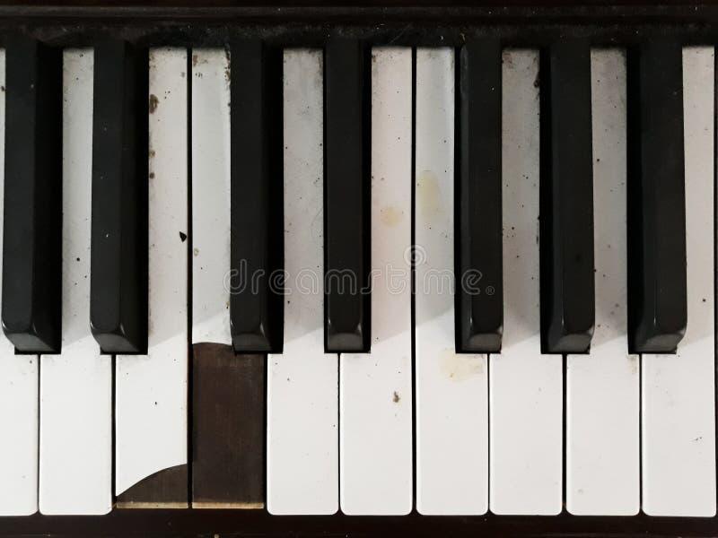 Vieux clavier cassé de piano images libres de droits