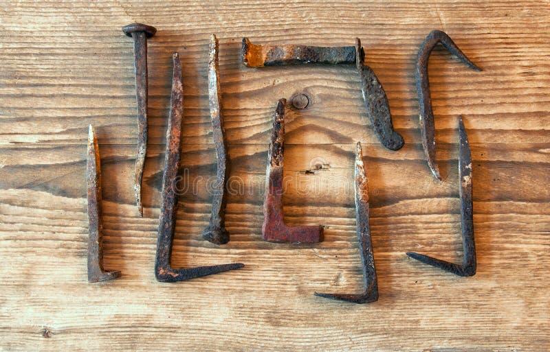 Vieux clous rouillés photos stock