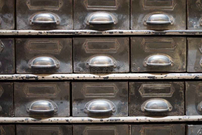 Vieux coffret d'archives de tiroir/vintage - meubles de vintage images stock